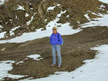 Pam tries to keep warm at 10,000 feet.JPG (145358 bytes)