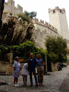 looking_at_castle_in_Malcesine.jpg (149503 bytes)